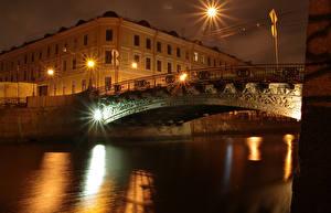 Картинки Россия Санкт-Петербург Дома Мосты Водный канал Ночью Уличные фонари город