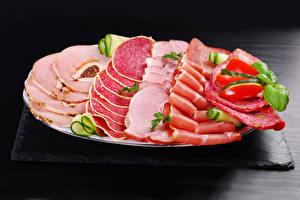 Картинки Колбаса Ветчина Овощи Тарелка Нарезка Продукты питания