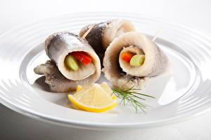 Картинки Морепродукты Рыба Лимоны Тарелка Rollmops Продукты питания