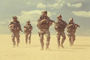 Фотография Солдаты Автоматы Униформа