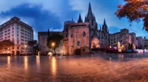 Картинки Испания Дома Храмы Церковь Вечер Барселона Городская площадь Уличные фонари
