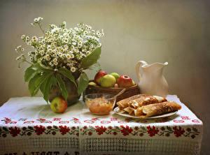 Обои Натюрморт Букеты Ромашки Блины Яблоки Кувшин Стол Продукты питания