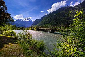 Фото Швейцария Горы Речка Мосты Uri river Reuss Природа