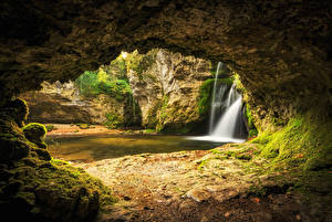 Картинка Швейцария Речка Водопады Пещера Мох Venoge