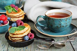 Фото Чай Блины Малина Черника Завтрак Чашка Ложка Еда