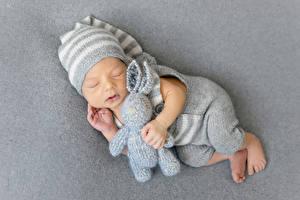 Фотография Игрушки Зайцы Грудной ребёнок Шапки Спящий Ребёнок