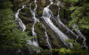 Обои для рабочего стола Великобритания Водопады Парки Скала Мхом Snowdonia National Park Природа