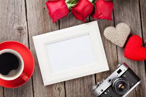 Фото День всех влюблённых Розы Кофе Доски Шаблон поздравительной открытки Сердечко Фотоаппарат