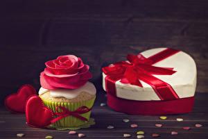 Фотография День святого Валентина Розы Капкейк кекс Доски Подарки Дизайн Сердечко Красный Еда