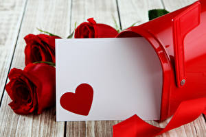 Фотографии День всех влюблённых Розы Доски Красный Шаблон поздравительной открытки Сердечко Цветы