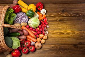 Фотографии Овощи Морковь Томаты Картофель Капуста Лук репчатый Перец Чеснок Доски Еда