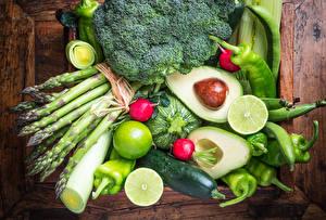 Фото Овощи Фрукты Авокадо Перец овощной Огурцы Доски Пища