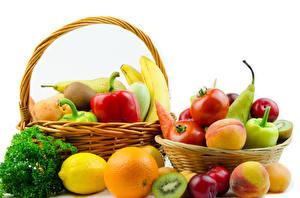 Картинка Овощи Фрукты Лимоны Апельсин Помидоры Персики Белом фоне Корзинка Пища