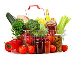 Фотографии Овощи Помидоры Белый фон Корзина Банка Продукты питания