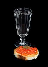 Обои Водка Бутерброды Икра Хлеб Черный фон Рюмка