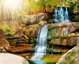 Картинки Водопады Осень Скале Природа