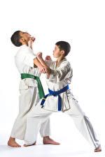 Картинки Белый фон Мальчики 2 Тренировка Дети Спорт