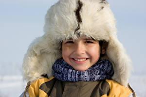 Картинка Зимние Мальчики Шапки Улыбка Ребёнок