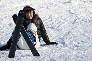 Картинка Зимние Лыжный спорт Снег Очки Девушки