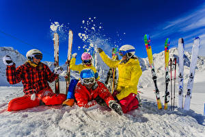 Фотографии Зимние Лыжный спорт Снег Счастье Шлем Очки Спорт
