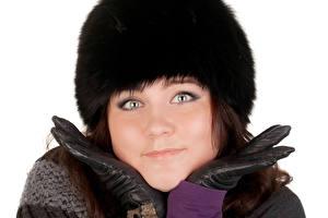 Фотографии Зимние Белый фон Шапки Смотрит Перчатки Лицо Девушки