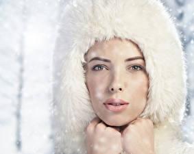 Фотографии Зимние Шапки Лицо Смотрит Девушки