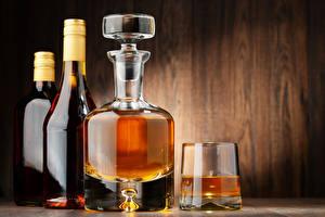 Фотография Алкогольные напитки Виски Доски Бутылка Рюмка Продукты питания