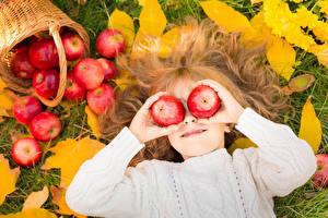 Обои Яблоки Девочки Волосы Руки Ребёнок
