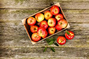 Фотографии Яблоки Доски Коробка Пища