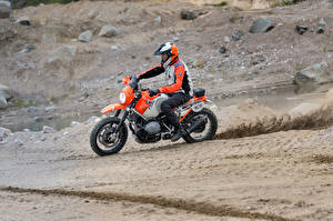 Фотографии БМВ Мотоциклист Униформа Шлем 2016 Motorrad Concept Lac Rose