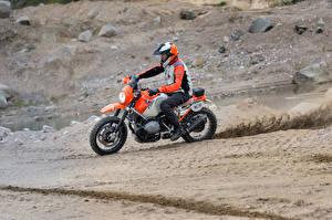 Фотографии БМВ Мотоциклист Униформе Шлем 2016 Motorrad Concept Lac Rose мотоцикл