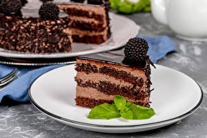 Фото Пирожное Ежевика Шоколад Торты Тарелка Кусок Продукты питания