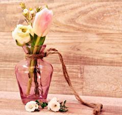 Картинки Букеты Лютик Тюльпаны Доски Ваза Цветы