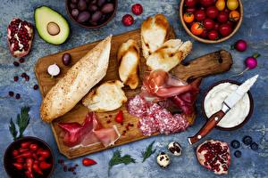 Обои Хлеб Колбаса Ветчина Фрукты Овощи Гранат Авокадо Помидоры Редис Разделочная доска Пища