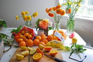 Картинка Цитрусовые Мандарины Апельсин Лимоны Лютик Розы Фрезия Ваза Пища Цветы