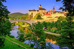 Фото Чехия Здания Замки Речка Мосты Деревья Castle Loket Karlovy Vary Города
