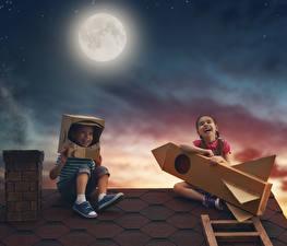 Фото Вечер Ракета Луна Мальчики Девочки Счастье Смех 2 Крыша