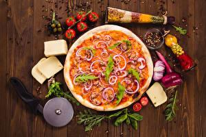 Фото Быстрое питание Пицца Помидоры Сыры Приправы Лук репчатый Доски Еда