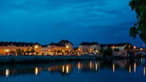 Фото Франция Вечер Дома Реки Уличные фонари Creil Города