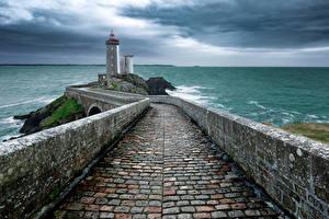 Картинки Франция Море Маяки Ограда Phare du Petit Minou Brittany Природа