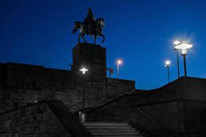 Картинки Германия Кёльн Памятники В ночи Лестница Уличные фонари Kaiser Wilhelm I