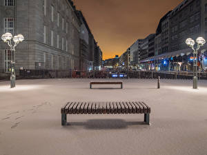 Картинки Германия Гамбург Зимние Здания Вечер Снег Уличные фонари Скамья Города