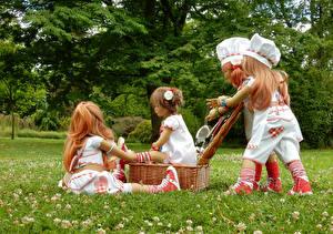 Фото Парки Кукла Девочки Повар Корзинка Трава Grugapark Essen Природа