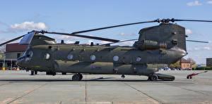 Фотографии Вертолеты Сбоку Boeing-Vertol CH-47 HC.4 Chinook ZA680-2