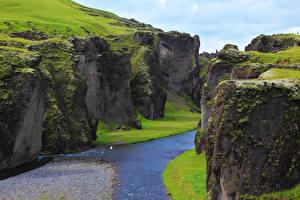 Фото Исландия Речка Каньон Скала Мох canyon Fjadrargljufur Природа