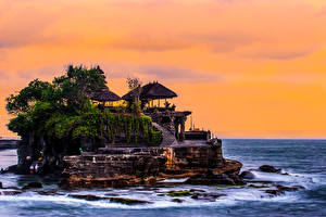 Фотографии Индонезия Море Храмы Скалы Лестница Tanah Lot Temple Bali Природа