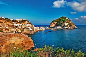 Картинки Италия Берег Здания Утес Залив Ischia