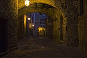 Картинки Италия Дома Вечер Улица Уличные фонари Viterbo Lazio Города