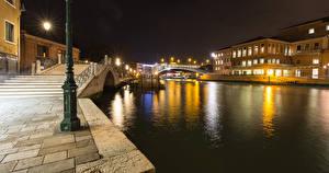 Фото Италия Здания Венеция Водный канал Лестница Santa Croce