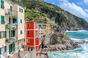 Фотография Италия Лигурия Берег Здания Волны Скала Riomaggiore